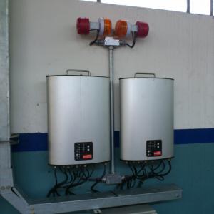 Kontrolenheder, DC1: Monteret til væg med alarmer installeret over alarms installed abov
